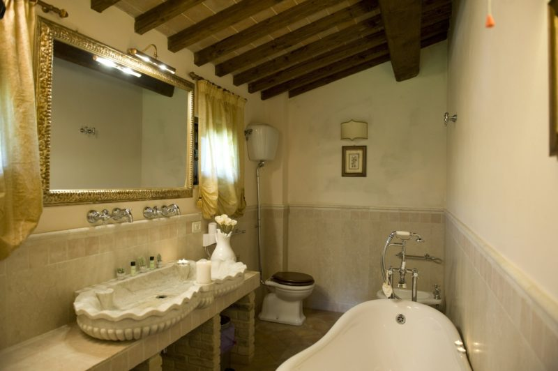 italy wedding venues. The wedding suite bathroom, detail of the tub.