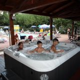 holiday villa rentals. panorama-bello-Swimming pool jacuzzi