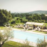 Pool Wedding ideas. The pool is a perfect setting also for the aperitifs