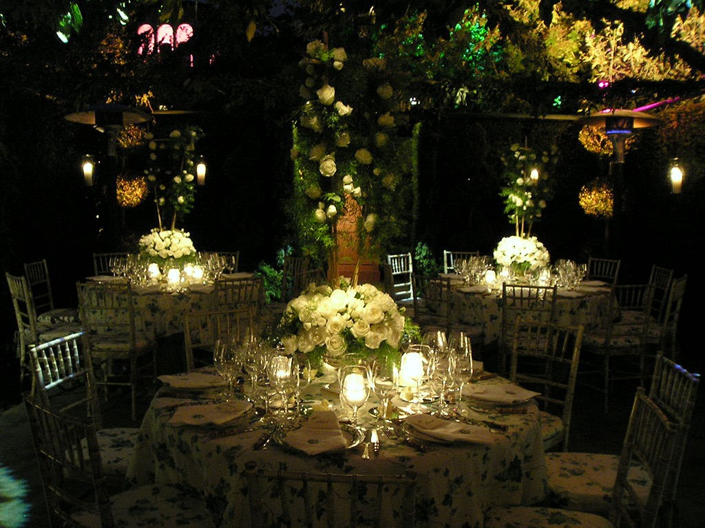 Marquee wedding ideas for your special day perfect for - Salones estilo vintage ...