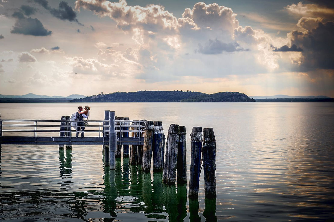 villa-san-crispolto-is-located-on-lake-trasimeno-offering-amazing-shots-to-complete-your-Weddings Italy photo-book