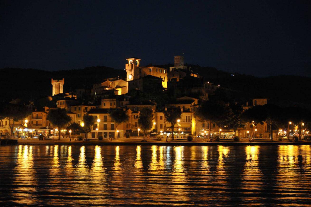 Villa San Crispolto, Passignano on the Lake by night. cruise on lake trasimeno
