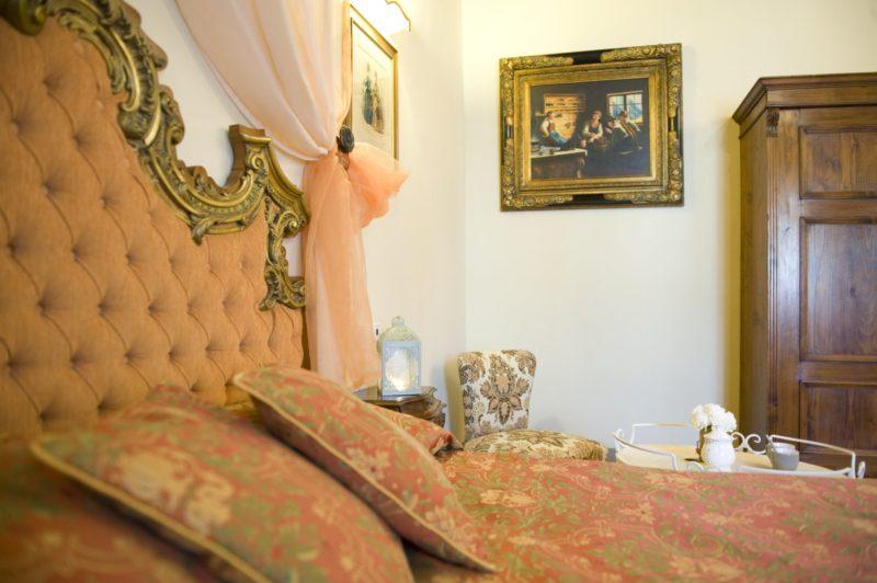 Villa wedding Italy. Detail of the bedroom in Suite Villa 1.