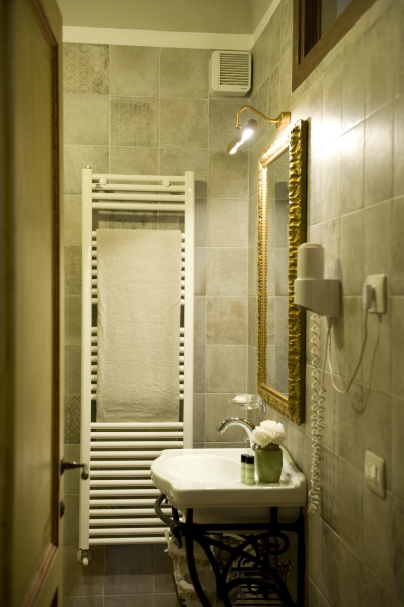 Weddings tuscany villa. One detail of the bathroom in Suite Villa 6.