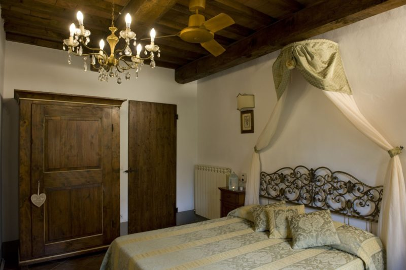Wedding villa tuscany. A different view of one of the bedrooms of Suite Villa 2.