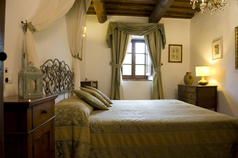 wedding villa tuscany. One of the bedrooms of Suite Villa 2.