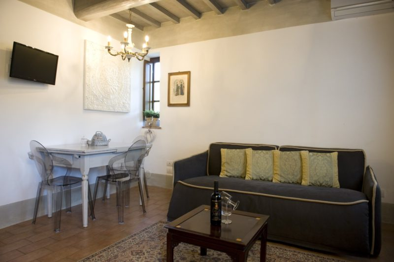 Wedding tuscany villa. The living area in Suite Villa 3.