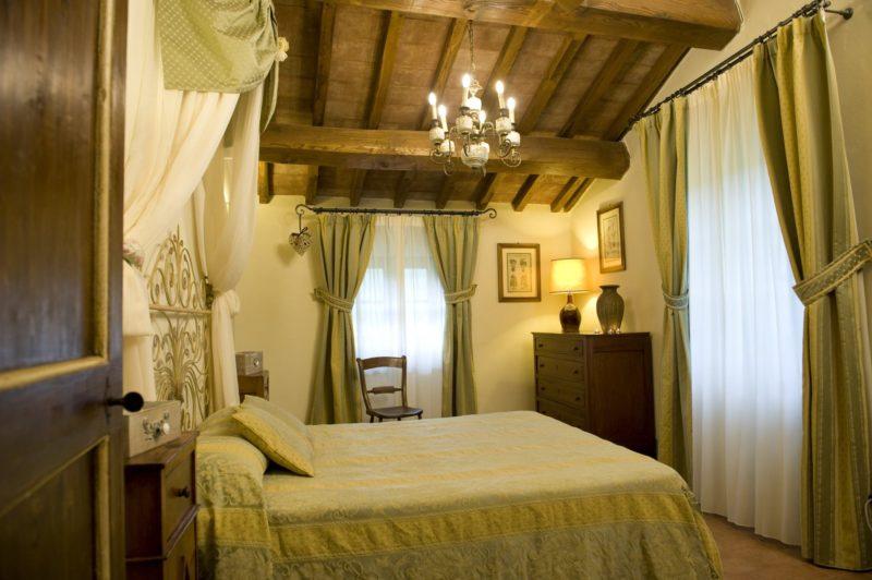 Italy weddings villas. One of the bedrooms of Suite Villa 4.