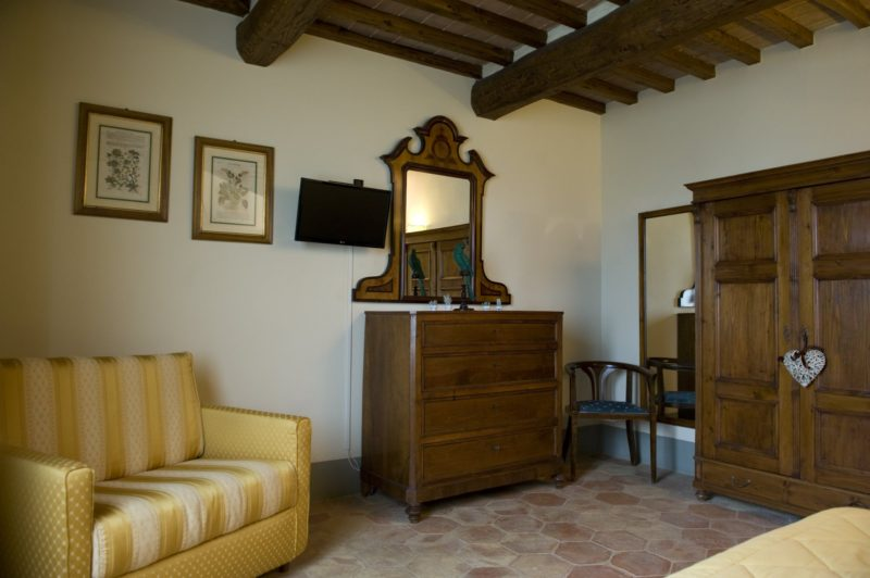 wedding venues italy. A detail of the room and antique furniture of Villa 12