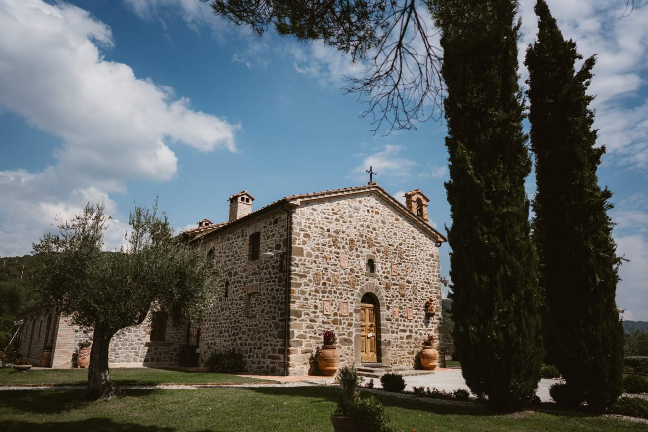 Exclusive weddings Villa Italy Villa San Crispolto. Frontal view of the Wedding suite
