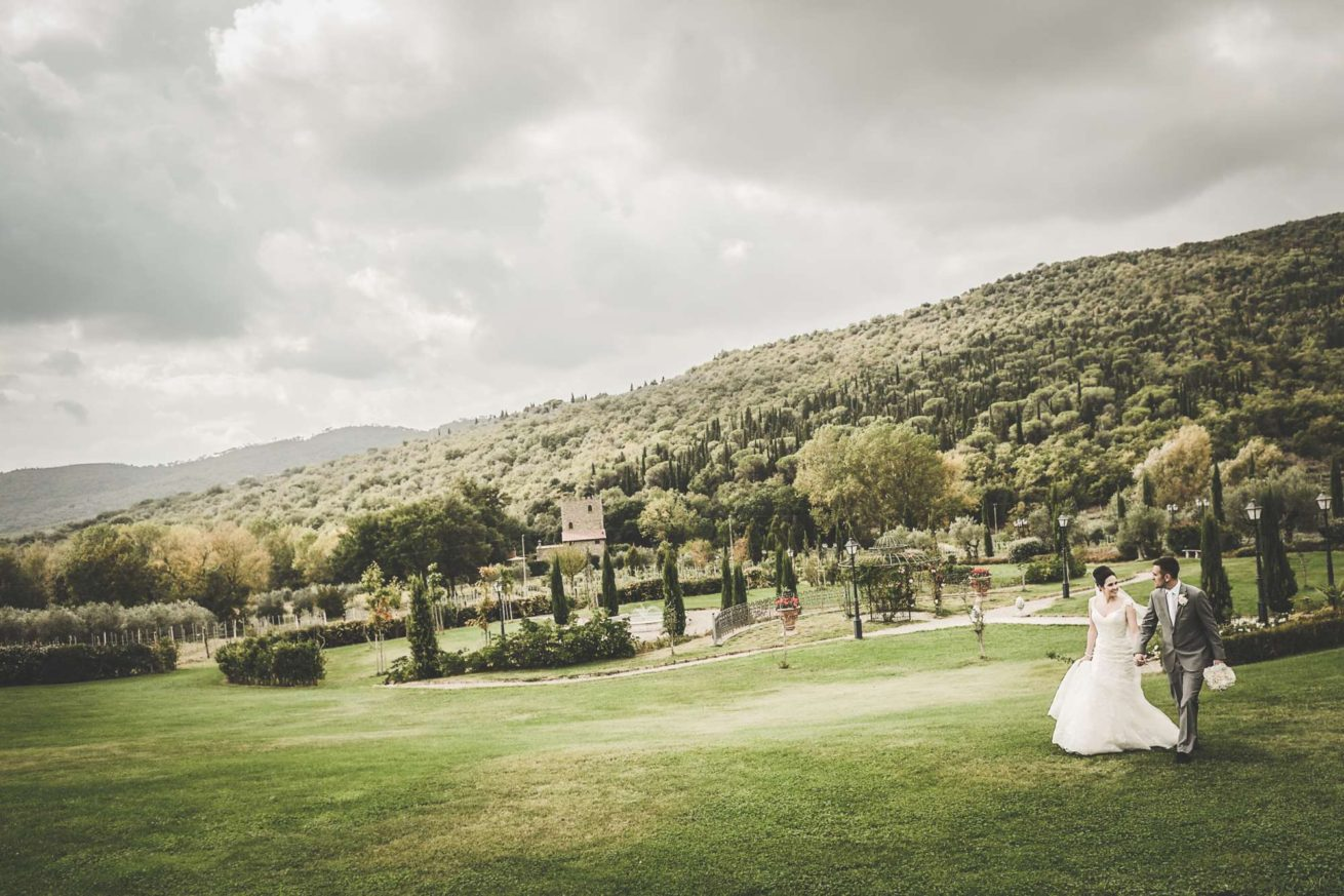 Exclusive weddings villa Italy, wedding couple with the background of the perfectly manicured garden.