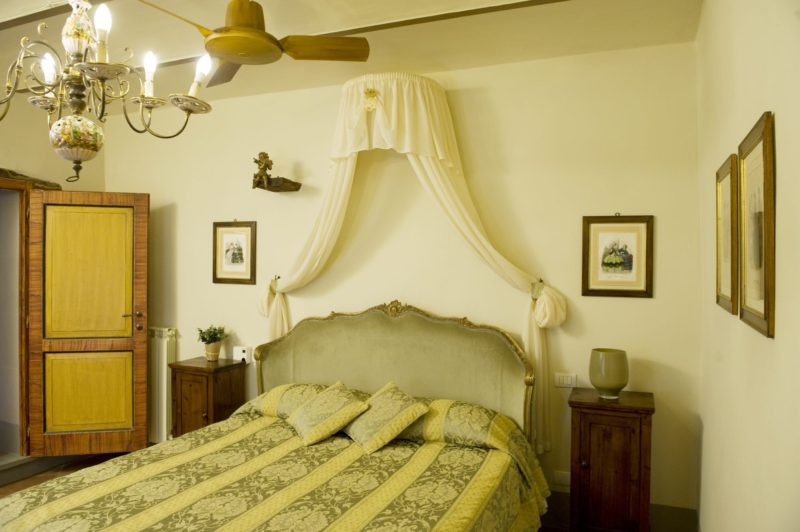 Weddings tuscany. A different view of the bedroom of Suite Villa 5.