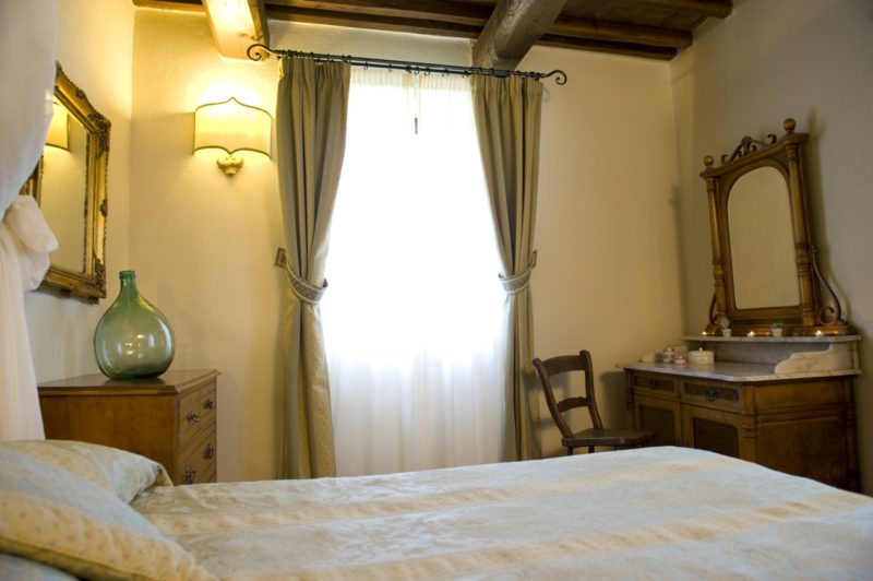 Wedding tuscany villa. A different view of one of the bedrooms of Suite Villa 3.