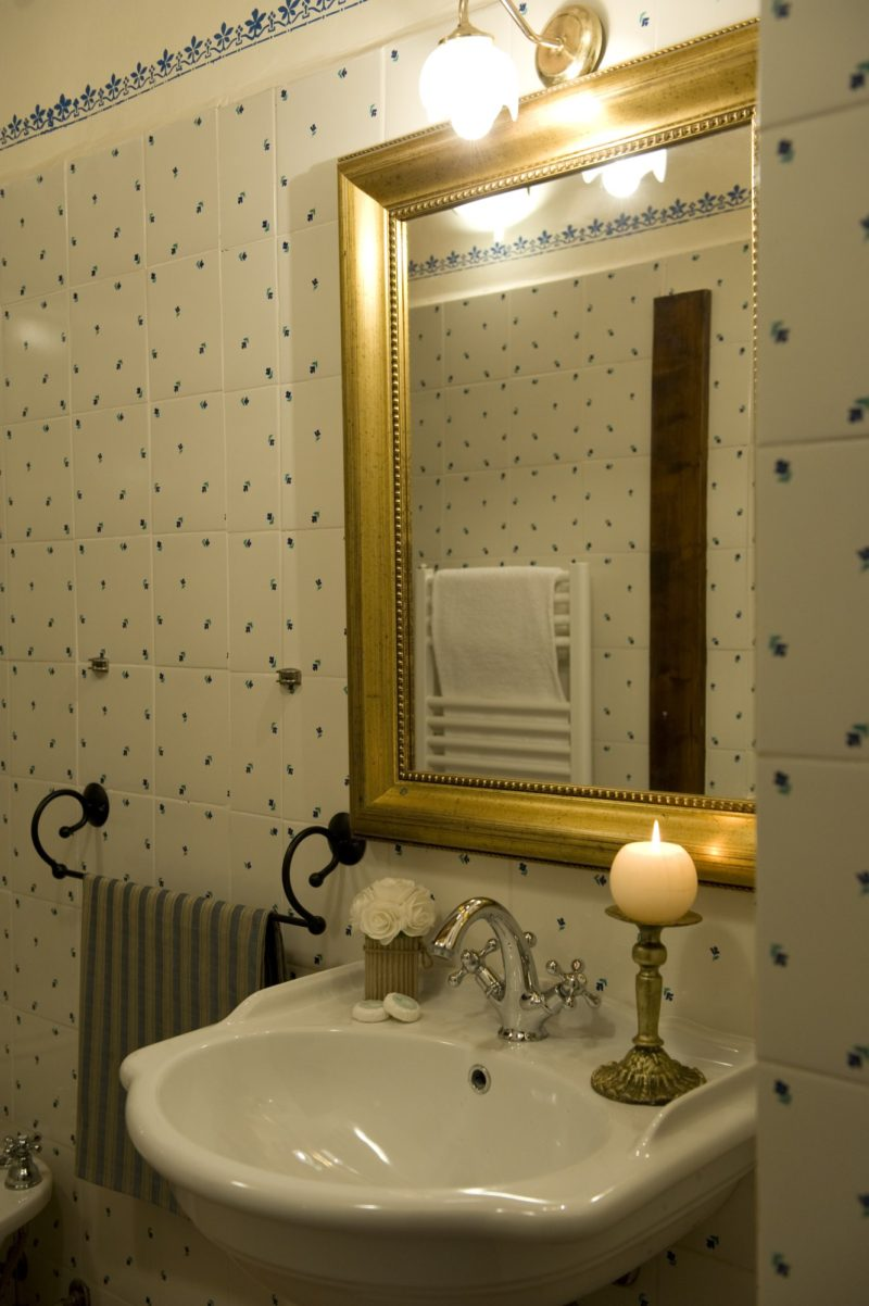 wedding villas accommodation. A detail of the bathroom in Suite Villa 9
