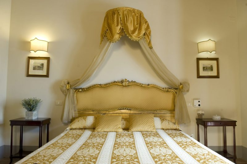 wedding accommodation tuscany. A detail of the bedroom of Villa 10