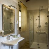 wedding accommodation tuscany. A detail of the bathroom of Villa 10