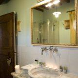 wedding venues italy. A detail of the bathroom of Villa 12